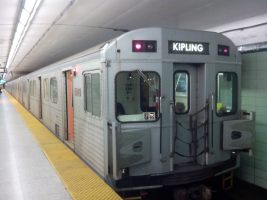 TTC_H6_Train_at_St_George